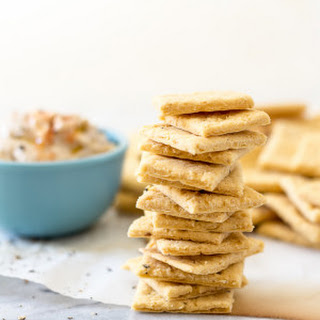 Garlic Hummus Crackers - Vegan & Gluten-Free