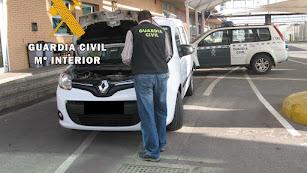 Uno de los coches recuperados por la Guardia Civil.