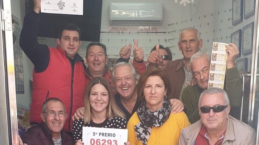 José Liborio Ruiz junto a familiares y amigos en 'El Pelotazo'.