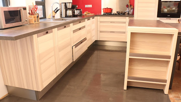 beton-cire-revetement-moderne-et-decoratif-les-betons-de-clara-franchise-partenaire-applicateur-beton-cire-essonne-91-
