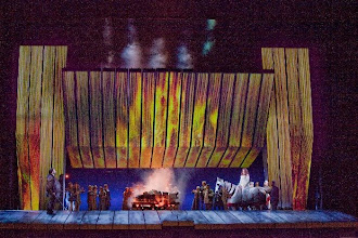 """Photo: NEW YORK/ Metropolitan Opera. Der Ring des Nibelungen Inszenierung: Robert Lepage  - """"Goetterdaemmerung""""- 3. Aufzug. Zu unserem Bericht von Dr. Klaus Billand. Foto: Ken Howard"""