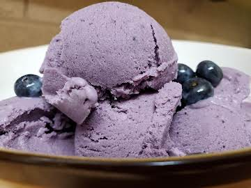 Creamy Blueberry Ice Cream