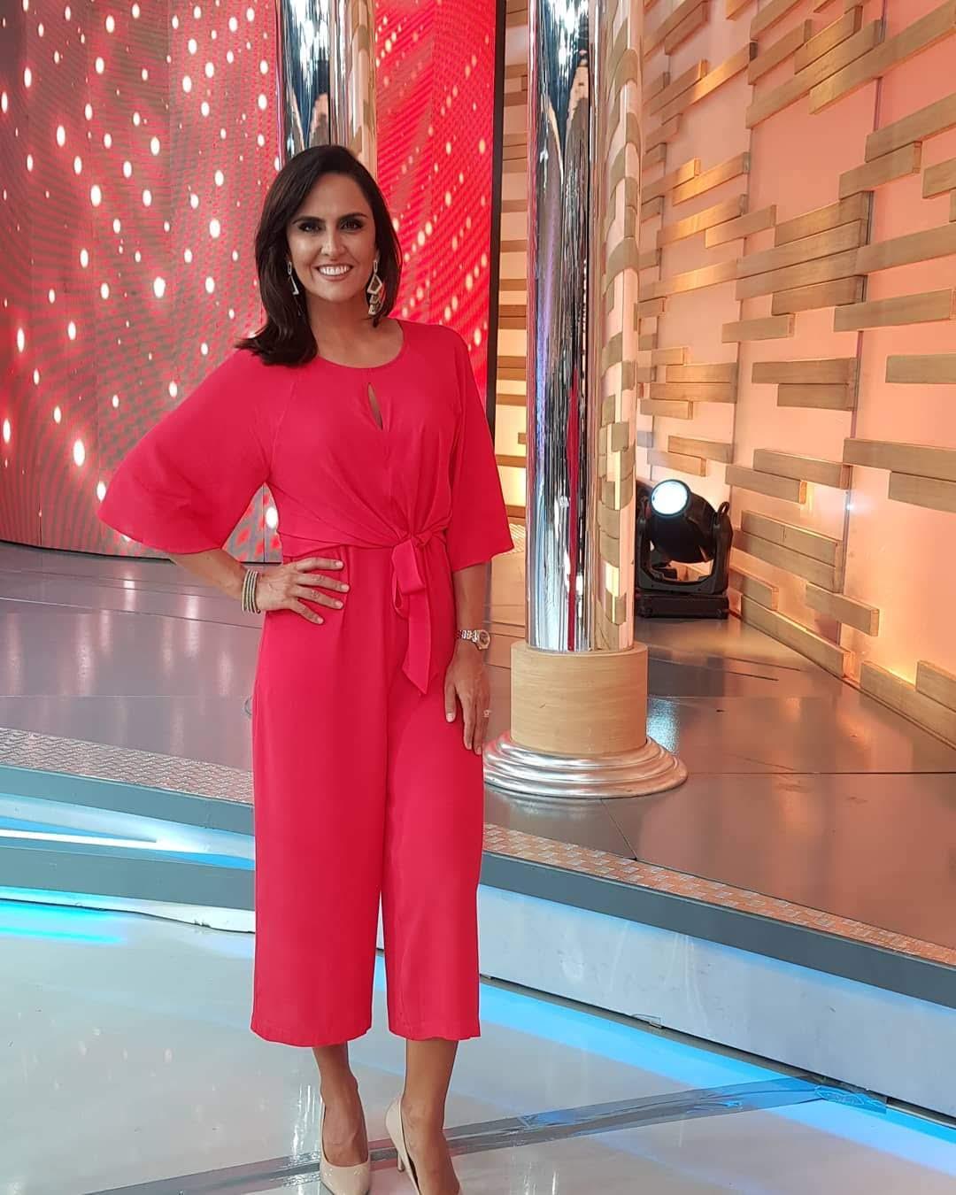 Jornalista Carla Cecato participa do Hora do Faro deste domingo (28)