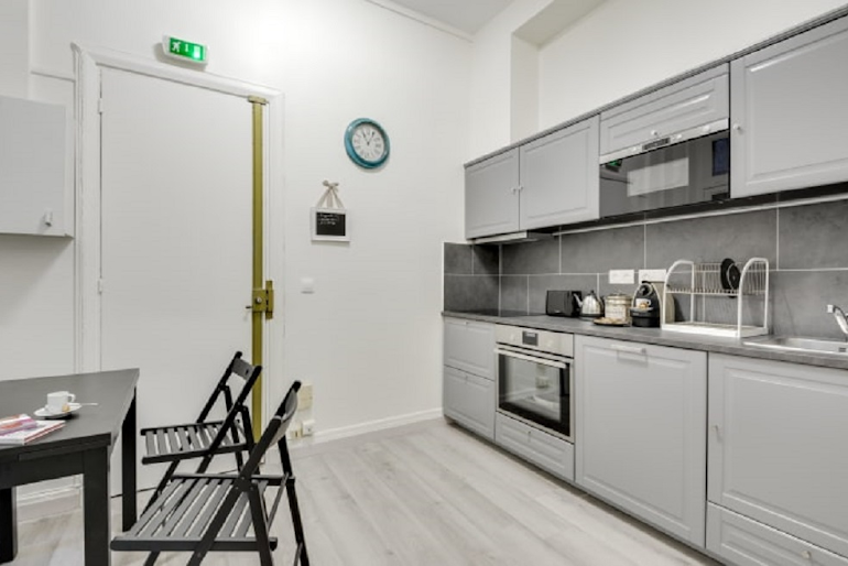 Fully equipped kitchen at Boetie IV Serviced Apartment, Champs Elysees