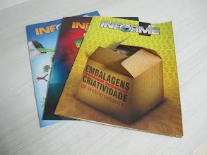 Photo: Informes publicitários - O primeiro possui abas móveis no detalhe da imagem da caixa.