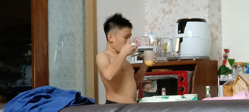 祥祥幫大家調製芒果牛奶