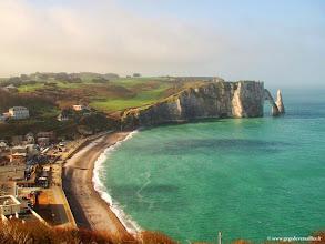 Photo: #001-Etretat, la plage et la falaise de l'Aval.