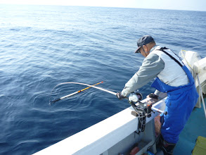 """Photo: 釣り師""""イノウエさん"""" とにかく釣りまくる!"""