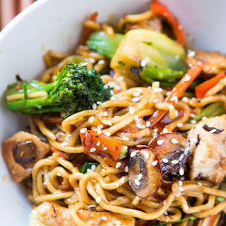 Quick and Easy 15 Minute Chicken Stir Fry.