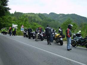 Photo: 11 giugno sabato - prima sosta GrisoGiro - si dividono i gruppi