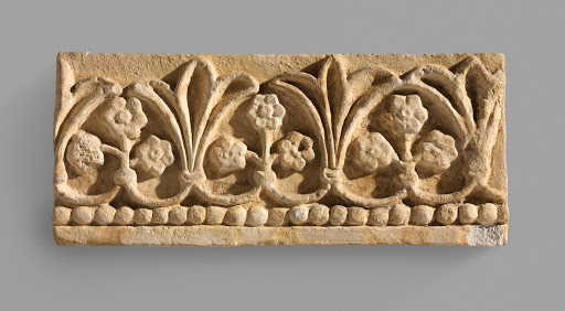 Wall decoration with floral and vegetal design