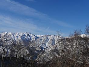 左に三方岩岳、中央に三国山、右は仙人窟岳