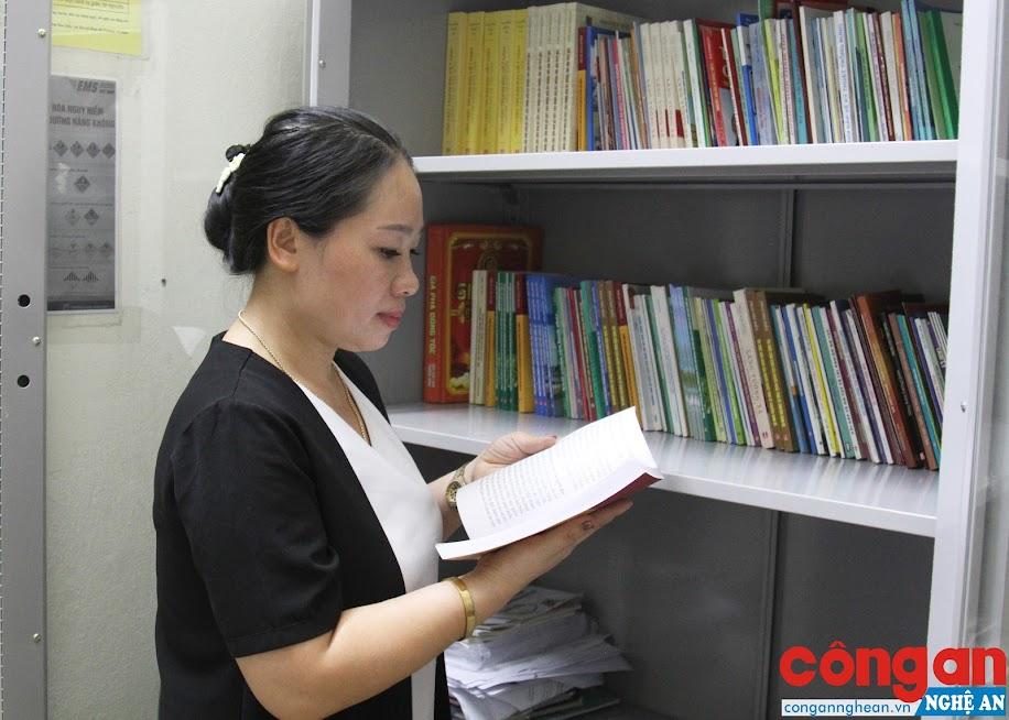 Việc phát huy hiệu quả của tủ sách pháp luật sẽ tạo điều kiện thuận lợi cho người dân trong quá trình tiếp cận các văn bản liên quan đến pháp luật