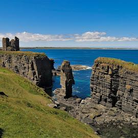 by Phil Bear - Landscapes Waterscapes ( coast, cliffs, castle, castle sinclair girnigoe, scotland )