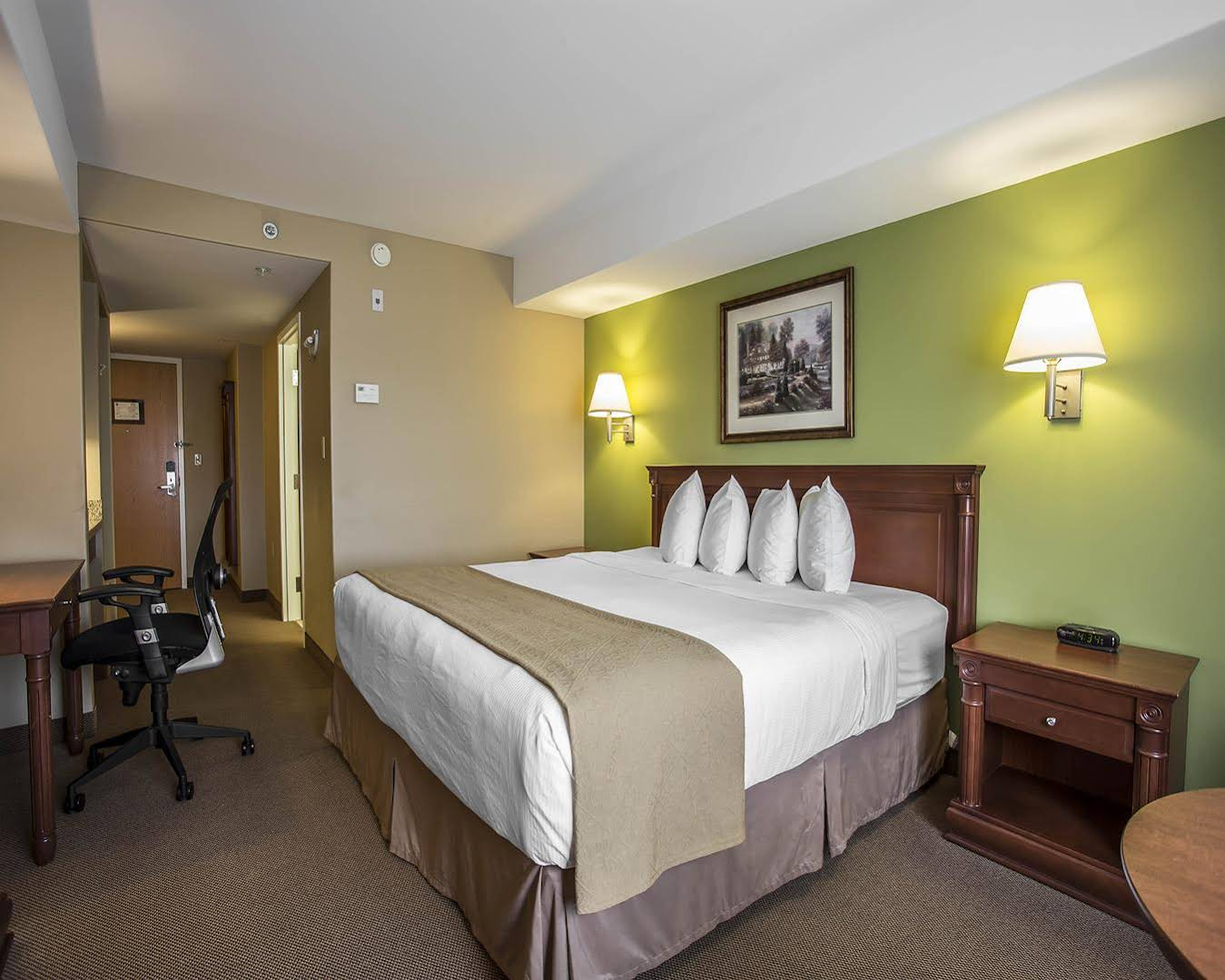 Holiday Inn Express and Suites Halifax Bedford