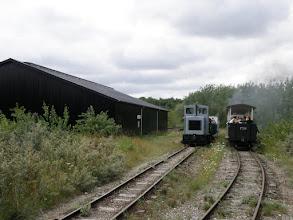Photo: M24 krydser damplokomotivet på Brandhøj st. Foto: Leif Ulrich Johannsen