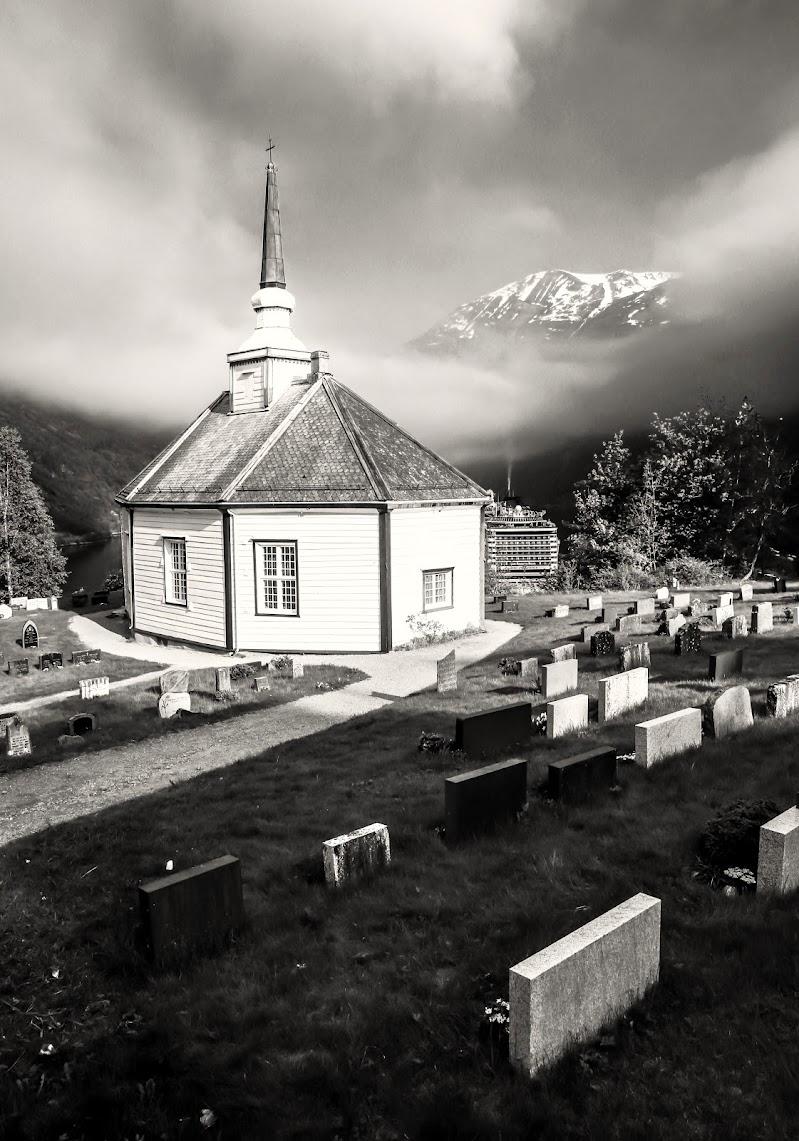 Piccolo cimitero di montagna di ScrofaniRosaria