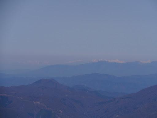 左から雨飾山・高妻山・火打山・妙高山など