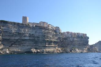Photo: Bonifácio priamo v útesoch a schody vedúce k moru vytesané priamo do skalných útesov