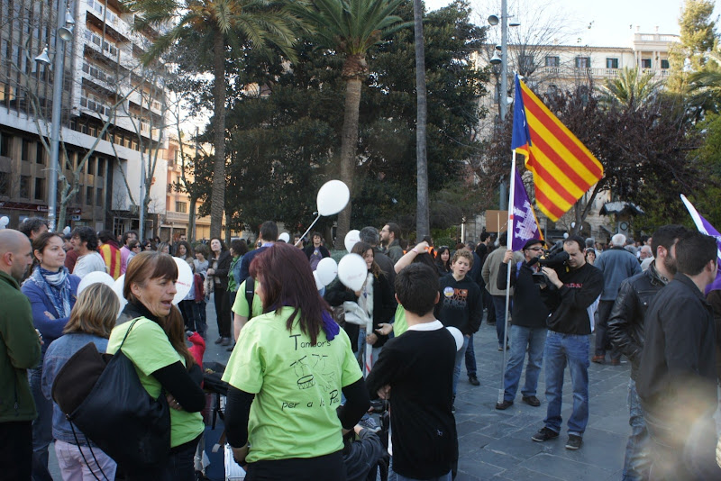 Photo: La gent comença a reunir-se