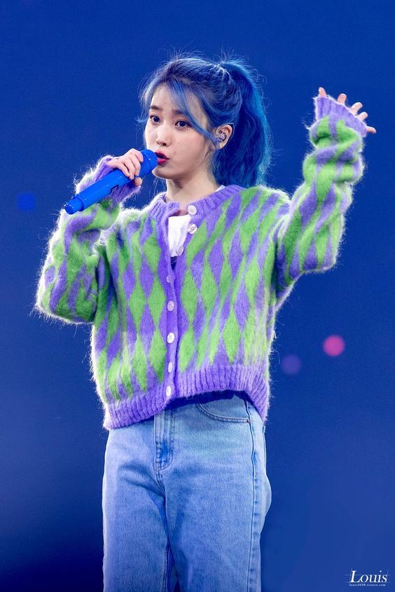 IU sweater 22