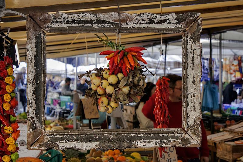 Un artista al mercato di Coradocon