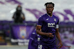 """🎥 Anderlecht neemt op prachtige manier afscheid van Sambi Lokonga: """"Ik ben een mauve voor het leven"""""""