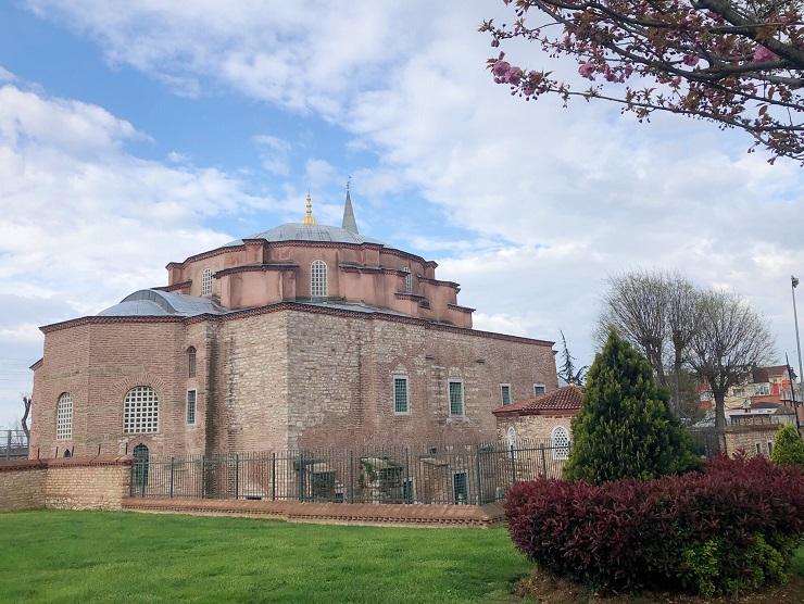 トルコ・イスタンブール最古のビザンツ建築、ユスティニアヌス帝が聖人に捧げた教会「キュチュック・アヤソフィア」