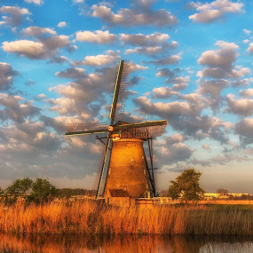 Sunrise Windmill Kinderdijk Netherlands by Henk Smit - Buildings & Architecture Public & Historical
