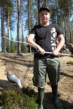 Photo: Tommi Kokkonen. Päivän suurin lohi ja painavin kalapussi.