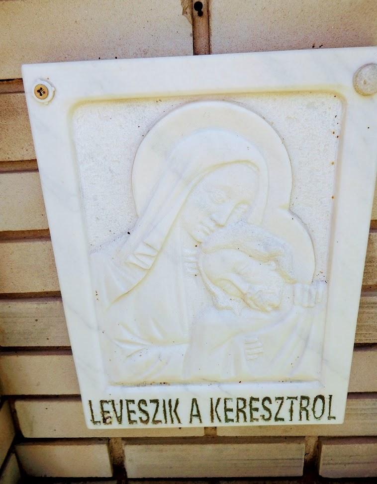 Újireg - Szent Kereszt rk. templom a keresztúttal