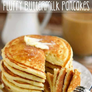 The BEST Fluffy Buttermilk Pancakes.
