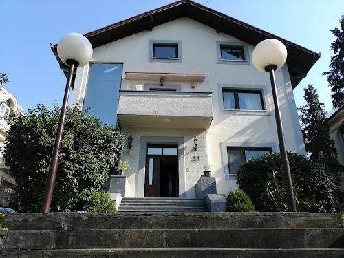 Žanke Stokić, 550 m2 ( 3 zasebna stana ) 7.5 ari