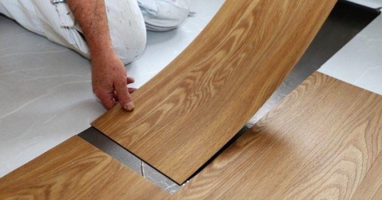 Panele winylowe wykazują liczne zalety zarówno podczas montażu podłogi, jak i późniejszego użytkowania.