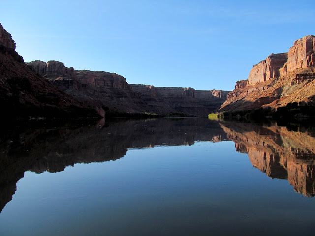 Reflection on the Green River around Bowknot Bend