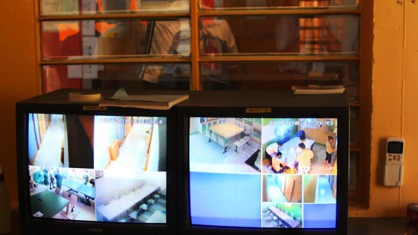 Interior de la sala de control de un hogar en Tierras de Oria