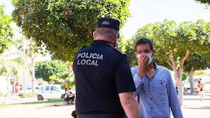 La policía, durante un control rutinario en tiempos de pandemia.