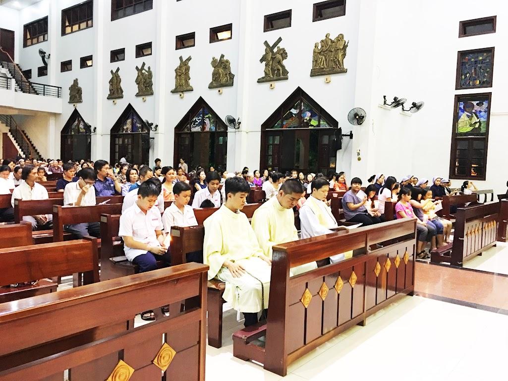 Giáo xứ Phú Bình : Đội mưa rước kiệu kính Mẹ Mân Côi - Ảnh minh hoạ 10