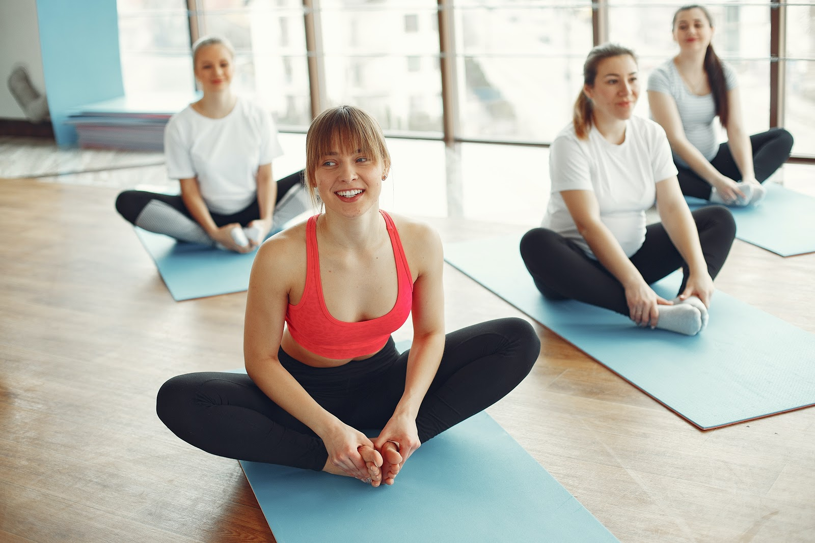 Em combinação com outros hábitos, a yoga possibilita uma melhora na qualidade de vida de seus praticantes (Fonte: Pexels)
