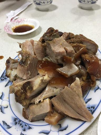 滷豬腳:好吃 客家小炒:普通 A菜:不錯