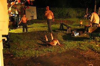 Photo: Tijdens de Alokwis heeft het geregend en modderglijden was voor enkele 'achterblijvers' een leuke bezigheid!