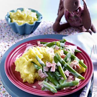 Mashed Potatoes with Ham, Green Beans and Creamy Sauce