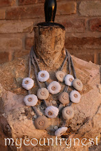 Photo: collana tre giri pendenti in cotone e bottoncini
