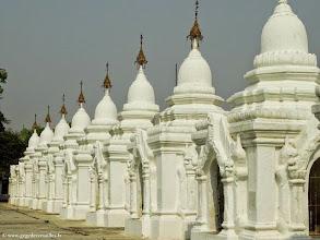 Photo: Birmanie-Mandalay, Kuthodaw Pagoda.