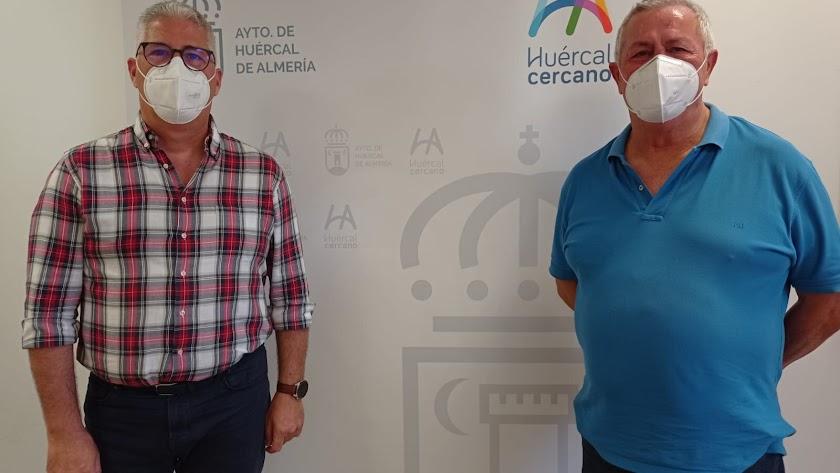 El alcalde y el subinspector jefe de la Policía Local de Huércal de Almería