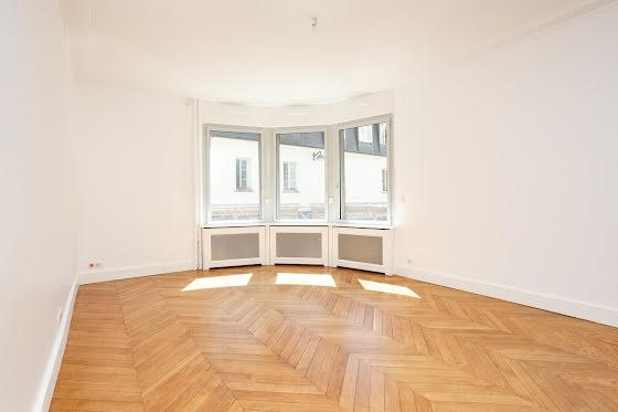 Location studio 74,95 m2