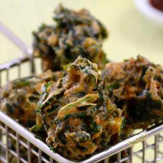 Palak Pakoras (Spinach Fritters) [Vegan, Gluten-Free]