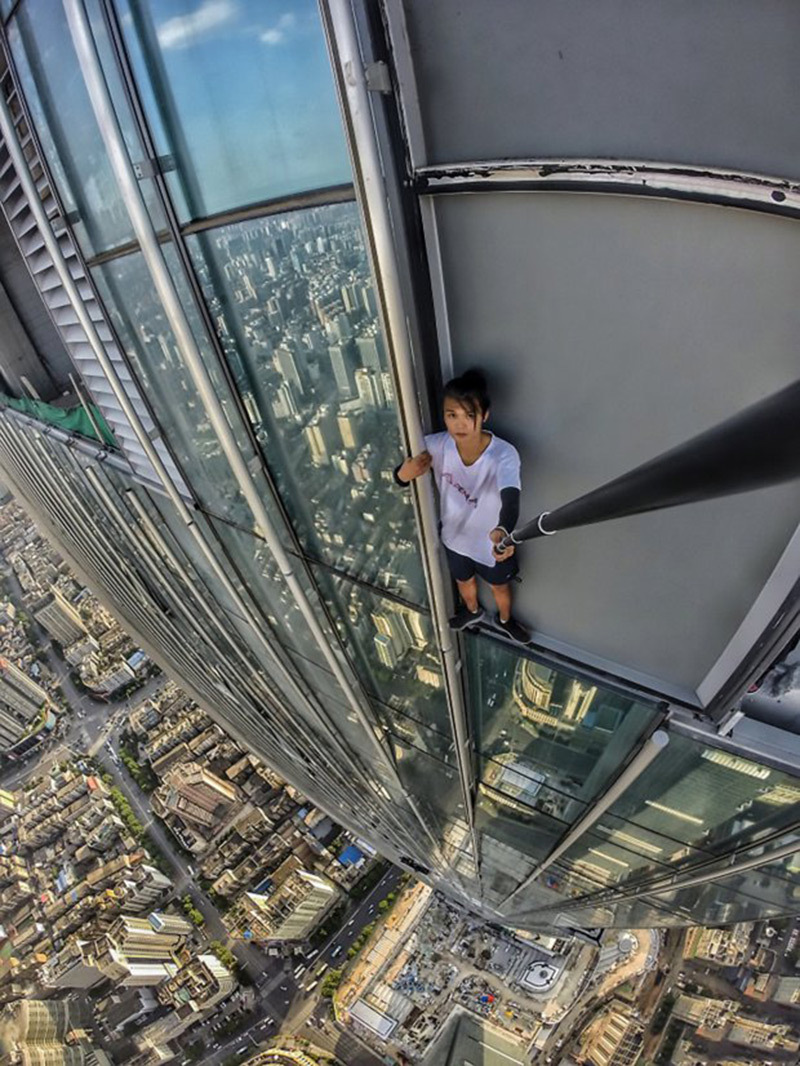 Chinese Quot Rooftopper Quot Accidentally Films His Own Death As