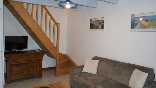 Gite Le Nid à Surgères en Aunis Marais poitevin près de La Rochelle une belle pièce à vivre au rez-de-chaussée canapé-lit deux places télé écran plat
