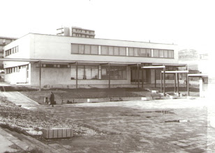 Photo: Dom služieb a námestie v roku 1987.